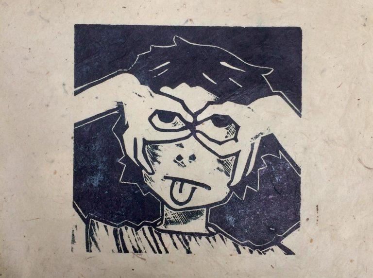 Holzdruck Brille auf - Zunge raus