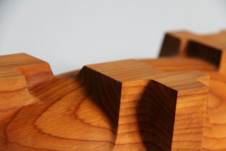 längliche Holzschale aus Eibe