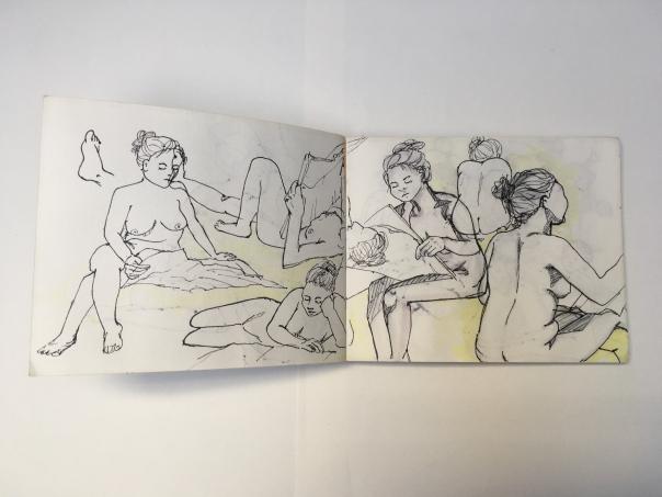 Skizzenbuch verschiedene Aktzeichnungen zeigen Dame mit Zeitung