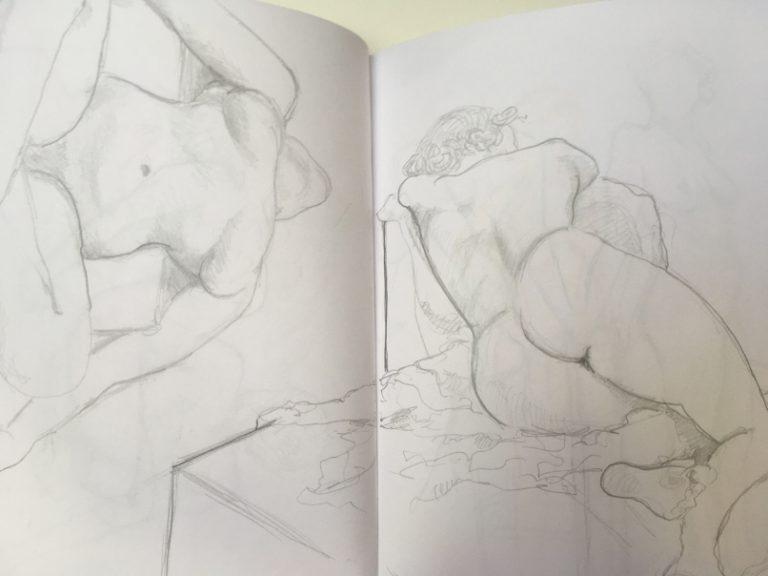 Skizzenbuch Aktzeichnung zeigt zwei Damen