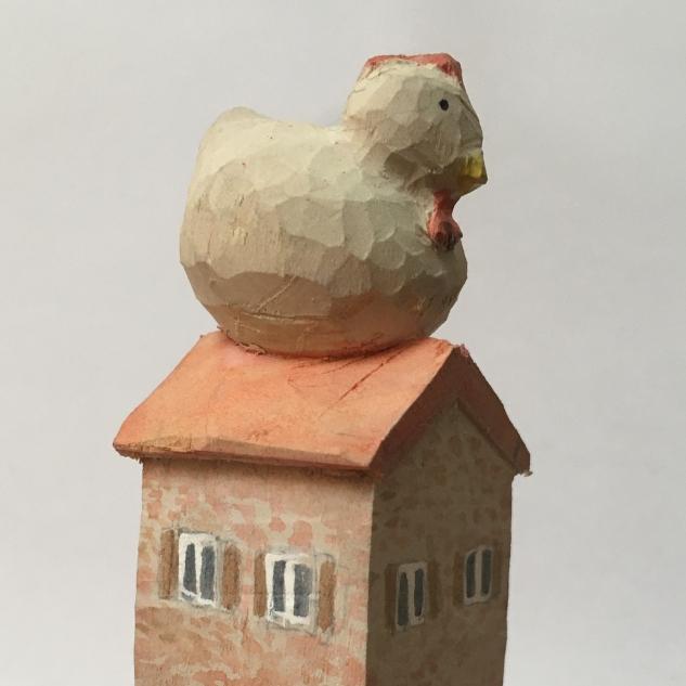 Besetztes Haus - Holzbildhauerei Huhn auf Haus